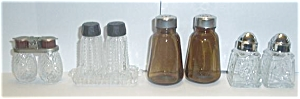 4 OLD SETS OF SALT AND PEPPER SHAKERS 3 PRESS (Image1)