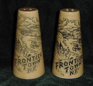 FRONTEIR TOWN N.Y. SALT AND PEPPER SHAKERS (Image1)
