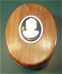 Click here to enlarge image and see more about item CEDARBOX1: GREAT SMOKY MOUNTAINS CEDAR OVAL CAMEO BOX