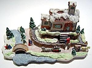 Vintage Christmas winter scene figurine (Image1)