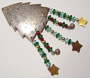 Etched  Silver Christmas tree brooch or pin (Image1)