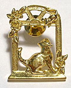 Cat and Mouse vintage gold plated brooch pin (Image1)