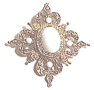 Vintage white stone brooch or pin (Image1)