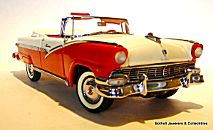 Franklin Mint 1956 Ford Sunliner 1/24 scale model car (Image1)