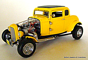 Franklin Mint 1932 Ford Deuce Coupe 1/24 scale car (Image1)