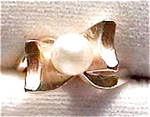 14k gold pearl bow or ribbon design ring (Image1)
