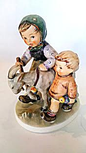 Hummel figurine #334 'Homeward Bound' (Image1)