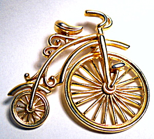 Vintage bicycle gold tone brooch or pin (Image1)