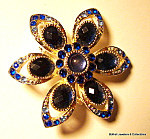 Blue rhinestone flower design vintage brooch or pin (Image1)