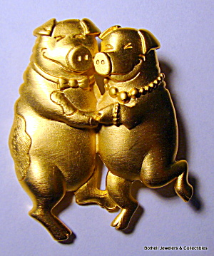 Dancing pigs vintage gold tone brooch or pin (Image1)