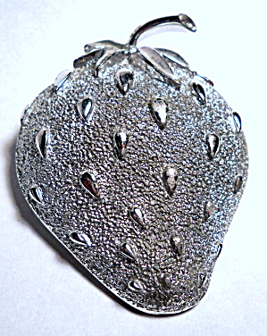 Vintage Sarah Coventry Strawberry brooch or pin (Image1)