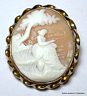 Vintage 14 karat yellow gold hand carved cameo brooch (Image1)