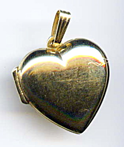 14k yellow gold heart locket (Image1)
