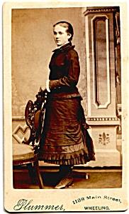 Young Woman Standing vintage Carte de Visite photo (Image1)