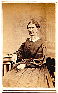 Old Woman Sitting vintage Carte de Visite photo (Image1)
