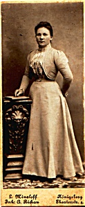 Young Woman Standing vintage Carte de Visite photo (Image1)