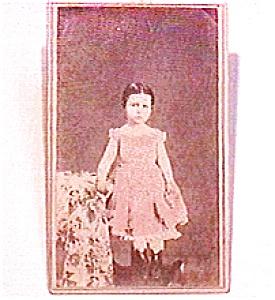 Little Girl in Pink vintage Carte de Visite photo (Image1)