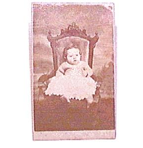 Baby in Chair vintage Carte de Visite photo (Image1)