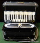 Click here to enlarge image and see more about item accglt2: Giuletti F.94 120 bass vintage piano accordion