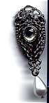 Click to view larger image of Vintage filigree rhinestone faux pearl brooch (Image1)