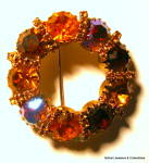 Circle design vintage gold tone rhinestone brooch