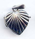 Click here to enlarge image and see more about item jfhrt7: 14K white gold heart locket