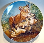 Click here to enlarge image and see more about item plawe81: Collector plate lion and cubs  'A Watchful Eye' 1981