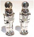 Click here to enlarge image and see more about item sps13: Silver Toy Soldier Salt and Pepper Set