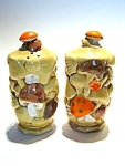 Click here to enlarge image and see more about item sps46: Vintage Mushroom salt & pepper shaker set
