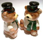 Click to view larger image of Christmas Bears vintage salt and pepper shakers (Image2)
