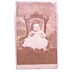 Baby in Chair vintage Carte de Visite photo