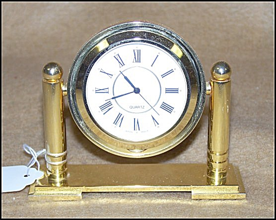 Attractive Gold Desk Clock (Image1)