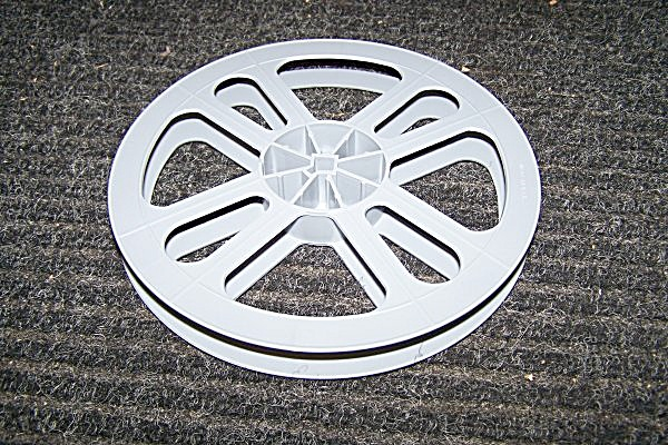 7 Inch Hard Plastic 16mm Movie Film Empty Reel 400 ft (Image1)