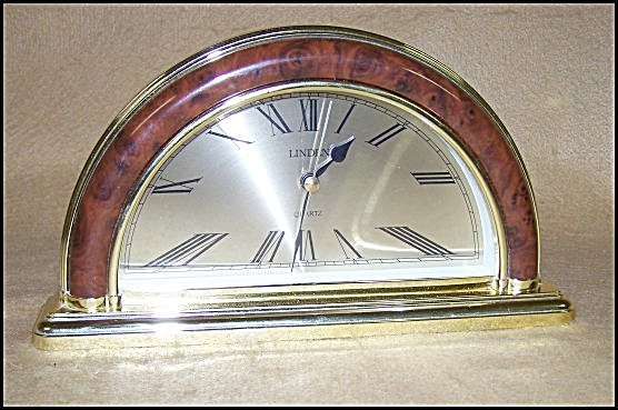 Novelty Half-Moon Decorator Clock (Image1)