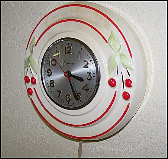 Hull Pottery Red Cherries w/Sessions Electric Clock (Image1)