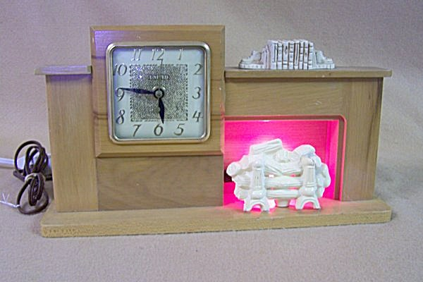 1959 United Lighted Fireplace Clock Model 420