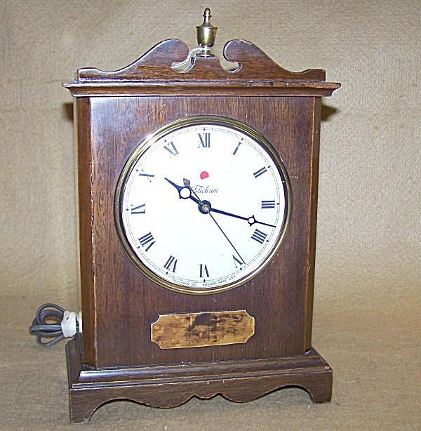 1940's Telechron Elec Table Clock Named Knickerbocker