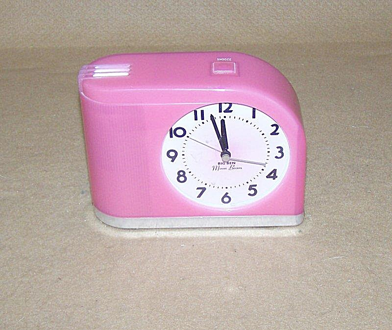 Pink Westclox Moonbeam Flashing Light Elec Alarm Clock