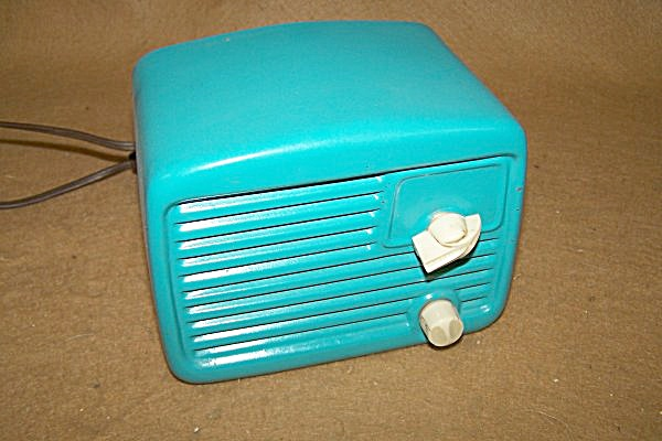 1950's Sears & Roebuck AM Tube Type Radio (Image1)