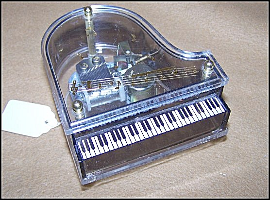 Vintage Piano Music Box 7323 (Image1)