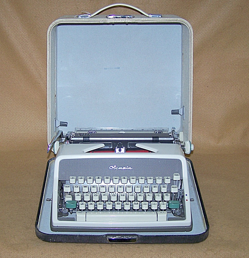 Vintage Olympia Deluxe 1960's Portable Typewriter 8098