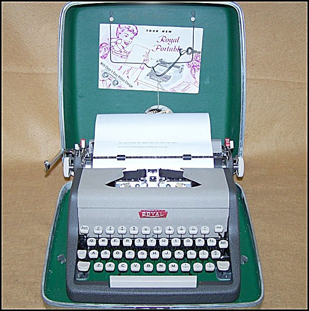 1957 Royal Aristocrat Manual Portable Typewriter 8177 (Image1)