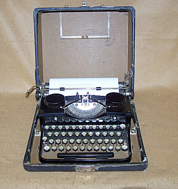 Classic 1933 Royal Glass Key Portable Typewriter (Image1)