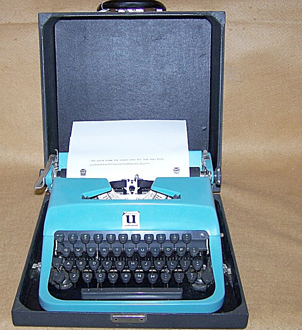 1957 Underwood Leader Turquoise Portable Typewriter (Image1)