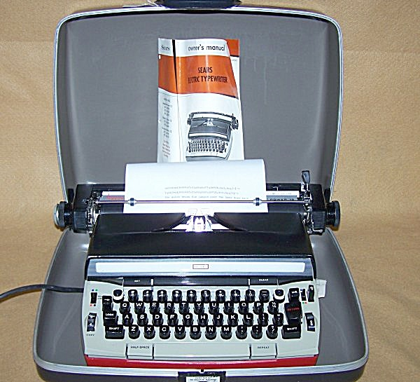 1970's Sears Electric Medalist Power 12 Typewriter 8213 (Image1)