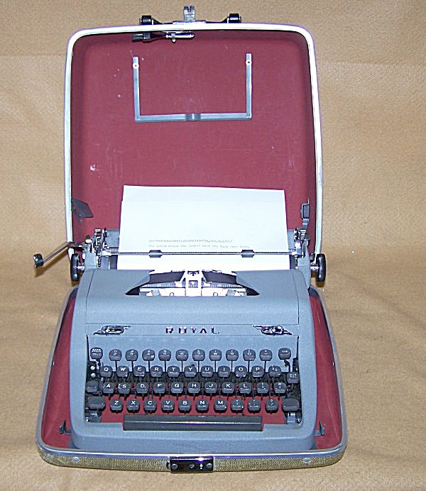 1950 Royal Quiet DeLuxe Portable Typewriter 8215 (Image1)
