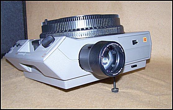 Kodak Ektagraphic Carousel Slide Projector  w/Zoom Lens (Image1)