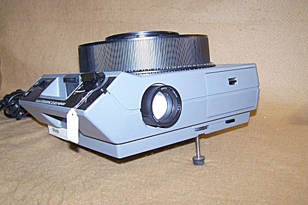 Kodak Ektagraphic III AM Carousel Slide Projector (Image1)