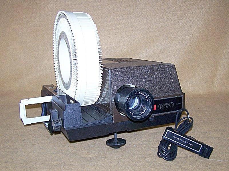 Vintage GAF Mod 1670 35mm Slide Projector (Image1)