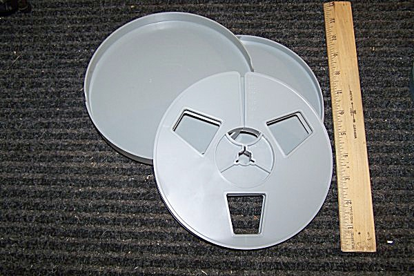 Super 8 Plastic Movie Reel 7 Inch 400 ft w/Can (Image1)